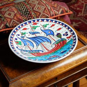 Assiette en céramique d'Iznik Kalyon par KaravaneSerail