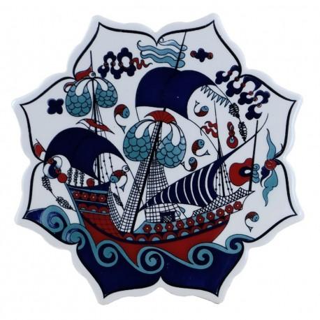 Dessous-de-plat déco Kalyon décoré d'un bateau, céramique d'Iznik