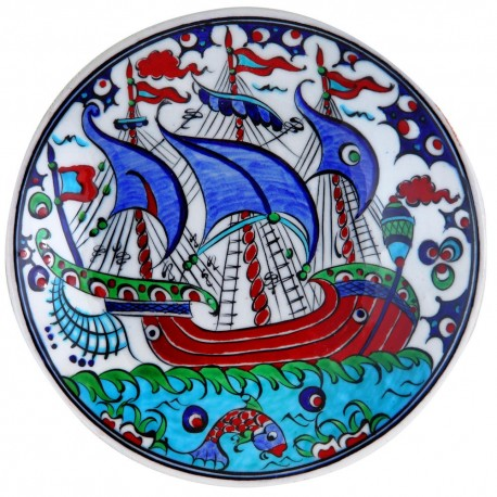 Assiette décorative Kalyon 18cm avec bateau (vaisselle orientale de style Iznik)