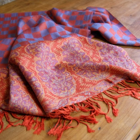 Pashmina, foulard ethnique rouge et bleu de type pashmina