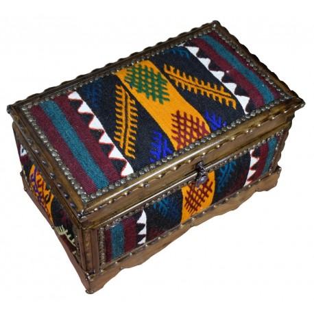 Petit coffre en bois de noyer décoré de kilim jaune et noire Physios