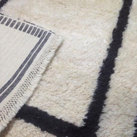 Tapis turc blanc et noir Tülü, tapis berbère, tapis beni ouarain S05