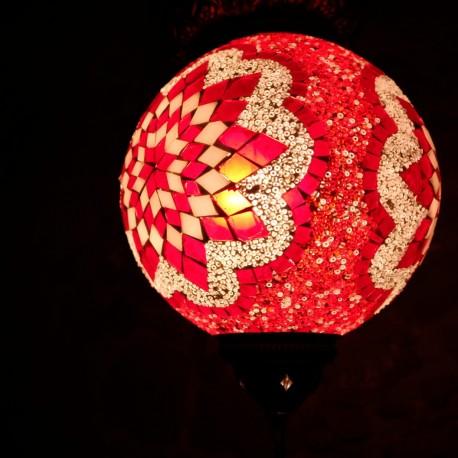 Lampe ethnique rouge en mosaïque Istia, cadeau oriental