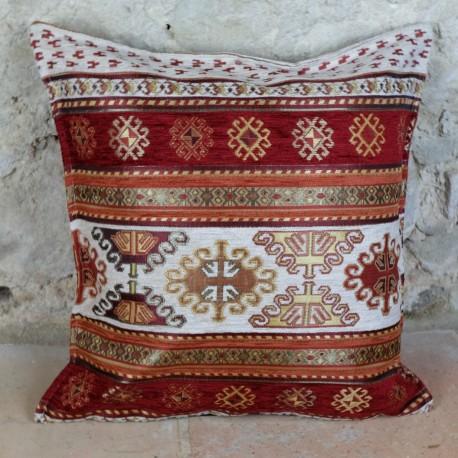 Coussin décoratif Kapadokia blanc et rouge, décor oriental motifs kilim