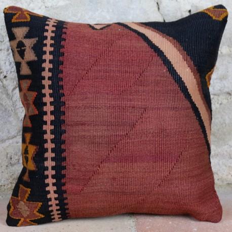 Coussin kilim rouge et noir Kolon D044, décoration ethnique