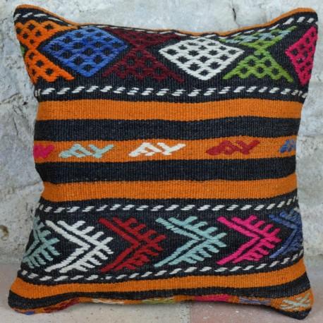 Idée déco bohème, coussin kilim coloré Kolon D014