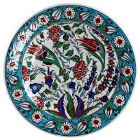 Plat en céramique d'Iznik décoré de fleurs par KaravaneSerail