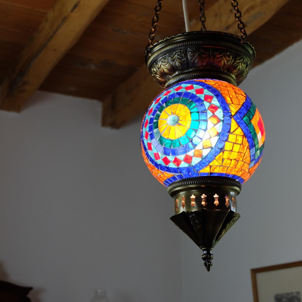 Décoration bohème et lampe orientale en mosaïque