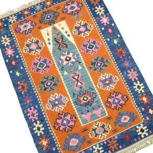 Décoration orange, tapis kilim par KaravaneSerail