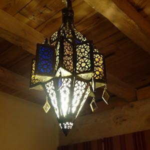 Lampe marocaine pour le salon par KaravaneSerail