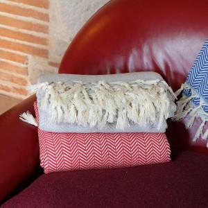 Plaids pour canapés rouge, gris et bleu Safys par KaravaneSerail