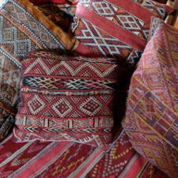 Coussins marocains pour le salon par KaravaneSerail