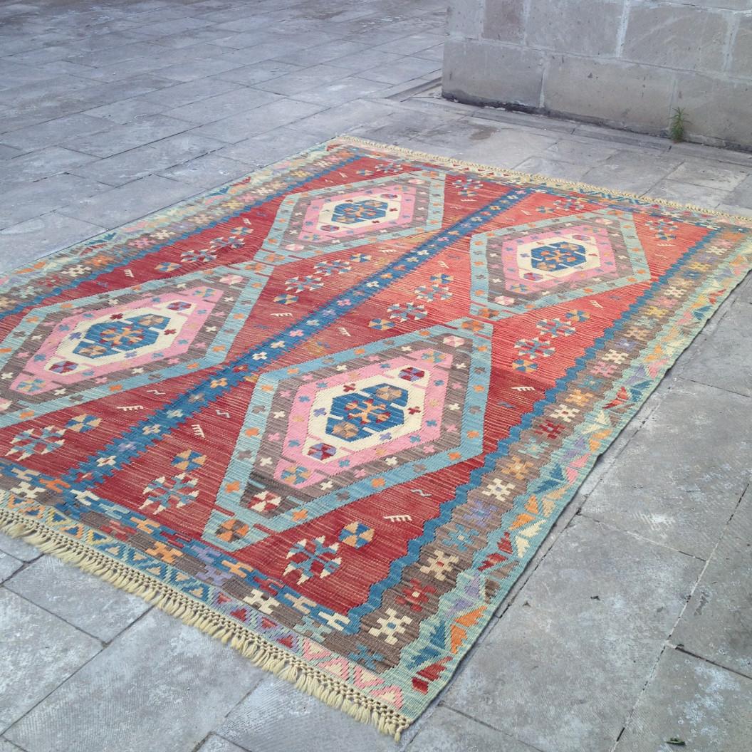 Grand tapis kilim par KaravaneSerail