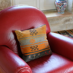 Coussin bohème en kilim par KaravaneSerail