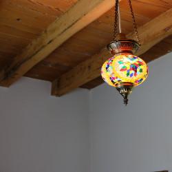 Petite lampe en mosaïque Ninmah, idéale dans une chambre d'enfant