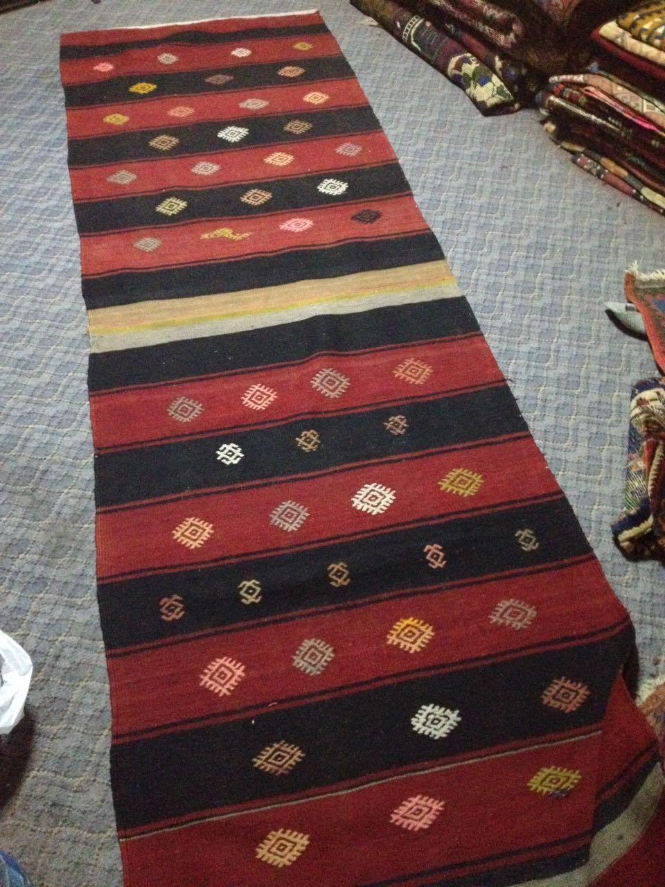 Tapis kilim pour coussin vintage par KaravaneSerail