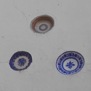Assiette murale en façade par KaravaneSerail