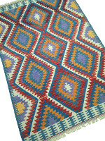 Nettoyage et Entretien d'un tapis kilim oriental par KaravaneSerail