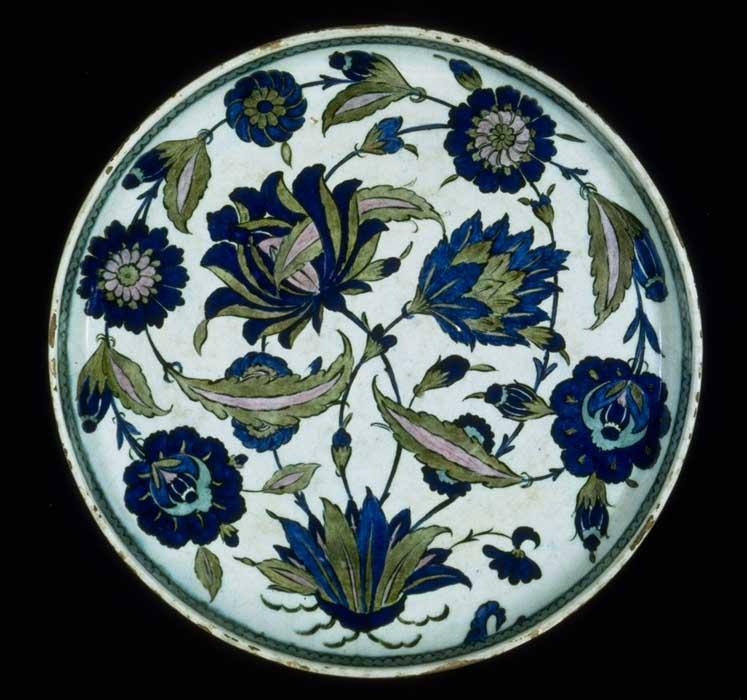 Plat en éramique d'Iznik style Saz ou Hatayi par Shah Quli