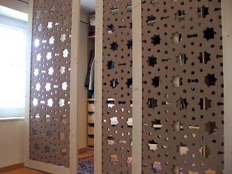 Claustra en bois avec motifs orientaux moucharabieh